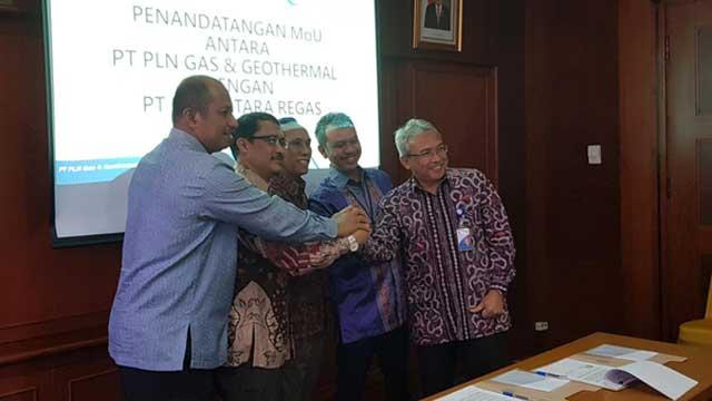 PLN GG dan PT Nusantara Regas menandatangani nota kesepahaman fasilitas offloading LNG